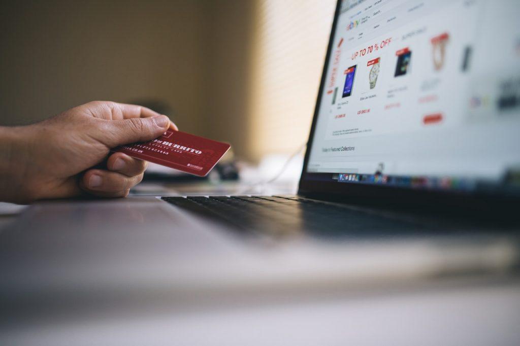 Insertar productos en una tienda online.